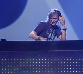 "Die aktuelle Single von David Guetta heißt ""Without You"" feat. Usher (Foto: Public Address)"