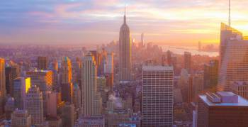 In einer virtuellen Tour fliegst du mit dem Helikopter über New York City (Foto: Emiliano Bar/Unsplash.com)