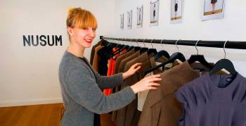 Designerin Lotta Meyer in ihrem Showroom in Hamburg (Foto: Public Address)