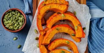 Wie wäre es mal mit Kürbis-Spalten als pikanter Gemüsebeilage? (Foto: Nataliya Arzamasova/Shutterstock.com)