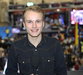 Pointer-Reporter Justus hat Gamevention-Besucher gefragt, ob Gaming einsam macht (Foto: Josef Hiemann/Public Address)