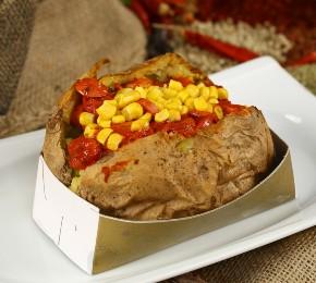 Die gebackene Süßkartoffel lässt sich mit unterschiedlichen Zutaten füllen (Foto: muhammed yasin irik/shutterstock.com)