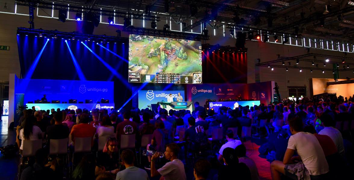 "So sah das Finale in ""League of Legends"" auf der Bühne der Gamescom in Köln 2019 aus (Foto: David Truong/UniligaGG)"