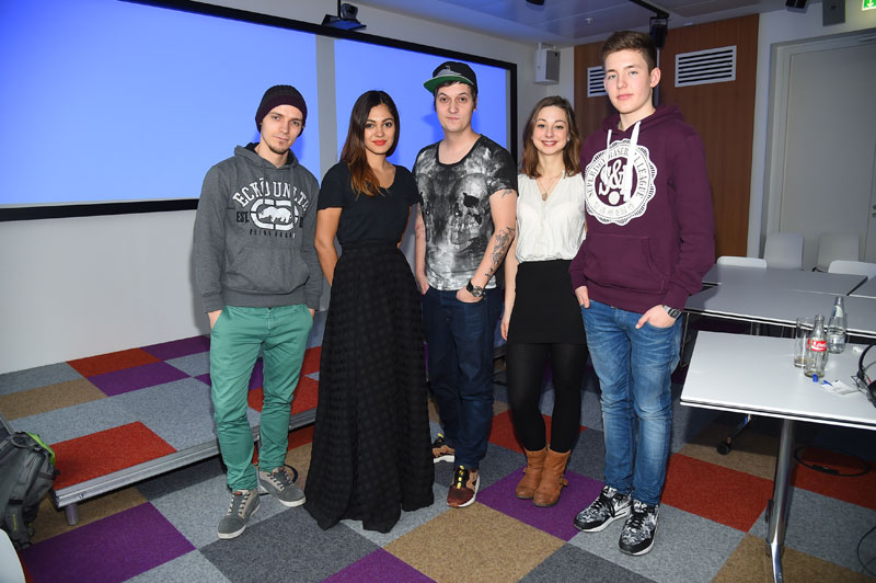 Das Pointer-Team mit den YouTube-Stars: Josef, daaruum, LeFloid, Lotta und Julius (v.l.) (Foto: Public Address)